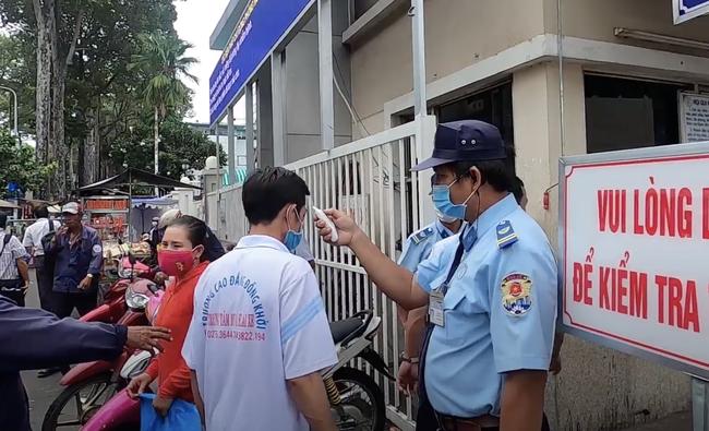 Bệnh viện Chợ Rẫy điều thêm 2 ekip bác sĩ tức tốc ra Quảng Nam, Đà Nẵng hỗ trợ điều trị COVID-19 - Ảnh 3.