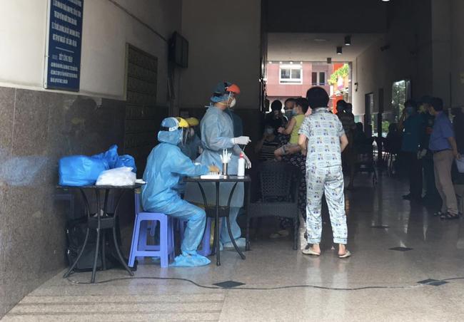 TP.HCM: Người phụ nữ ra Đà Nẵng thăm mẹ nghi nhiễm COVID-19, chung cư Thái An 2 bị phong tỏa - Ảnh 2.