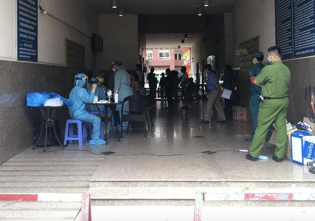 TP.HCM: Người phụ nữ ra Đà Nẵng thăm mẹ nghi nhiễm COVID-19, chung cư Thái An 2 bị phong tỏa - Ảnh 5.