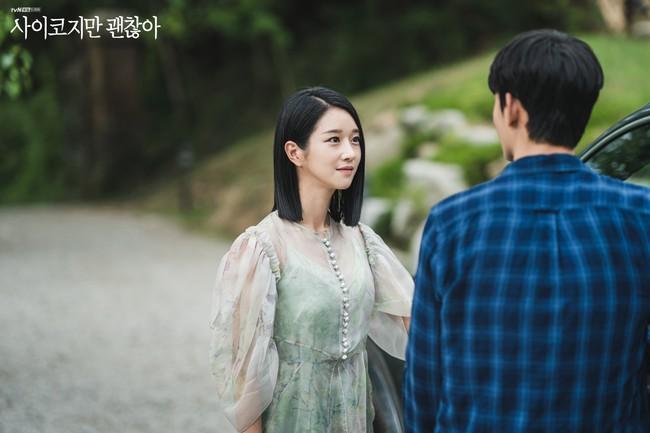 Seo Ye Ji biến hóa khôn lường với 5 kiểu cực sang khi để tóc bob, chị em học theo thì dễ ăn điểm xịn mịn - Ảnh 3.