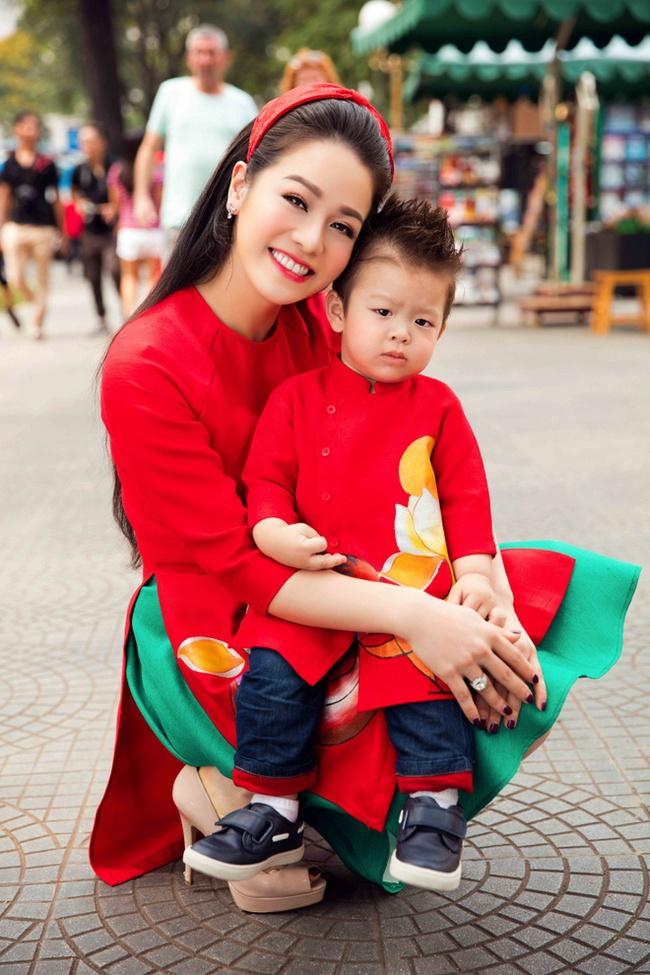 """Giữa lùm xùm với Titi (HKT), dân tình bất ngờ """"đào mộ"""" thông tin Nhật Kim Anh nhường quyền nuôi con vì không đủ tài chính - Ảnh 1."""