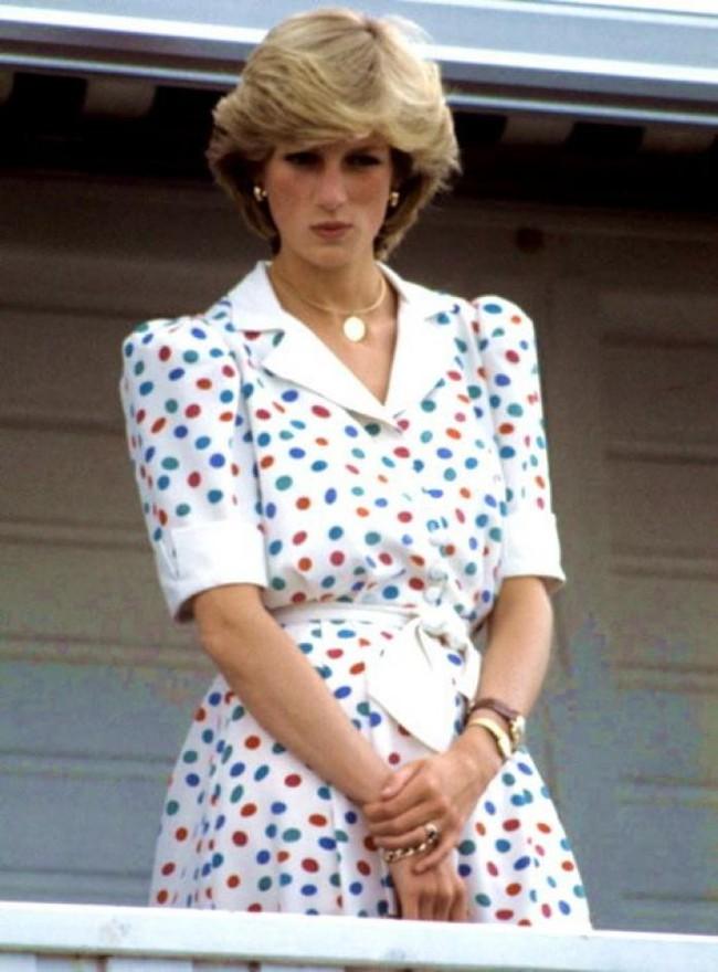 Ngắm Công nương Diana để biết thế nào là đỉnh cao sang trọng khi diện đồ chấm bi, con dâu Kate và Meghan chạy dài không theo kịp - Ảnh 9.