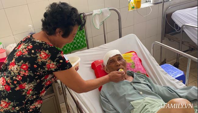 TP.HCM: Bệnh viện khẩn tìm người thân cho cụ ông bị té đập đầu mê sảng, không ai ở bên cạnh - Ảnh 5.