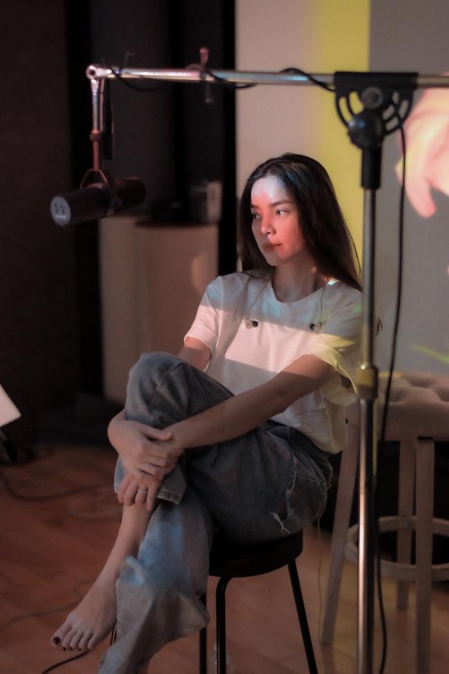 Hồ Ngọc Hà để mặt mộc tập luyện cùng ban nhạc đến khuya trước khi thu âm album nhạc tình mới - Ảnh 4.