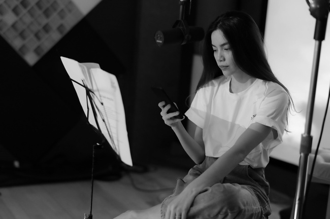 Hồ Ngọc Hà để mặt mộc tập luyện cùng ban nhạc đến khuya trước khi thu âm album nhạc tình mới - Ảnh 5.