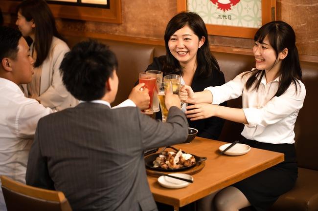 Từ chuyện nàng công sở bị sếp chuốc say rồi... đưa vào khách sạn: 8 mẹo từ chối bia rượu khéo léo nên bỏ túi ngay! - Ảnh 1.