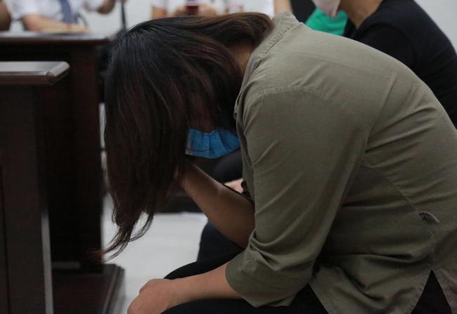 Xét xử vụ nam sinh trường Gateway tử vong: VKS đề nghị cho tài xế xe đưa đón và cô giáo chủ nhiệm hưởng án treo - Ảnh 3.