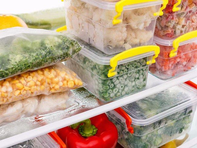 Nhìn vào củ khoai tây, cà chua, hành tây nếu thấy có dấu hiệu này thì nên cho vào thùng rác vì ăn sẽ không có dinh dưỡng mà còn dễ bị ngộ độc - Ảnh 5.