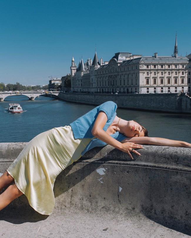 Loạt ý tưởng diện đồ lụa xinh lịm tim của phụ nữ Pháp, chị em cứ áp dụng là sang cả con người - Ảnh 2.