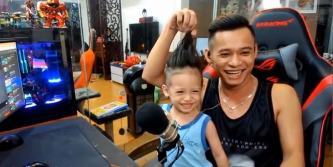Độ Mixi - 1 trong top 4 streamer giàu nức tiếng lại gây bão với ảnh trông con khi đang live, thế mới nói: Chia tay vì bận lo sự nghiệp chỉ là lý do! - ảnh 4