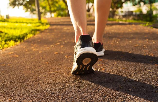 Những sai lầm thường gặp khi đi bộ thể dục - Ảnh 3.