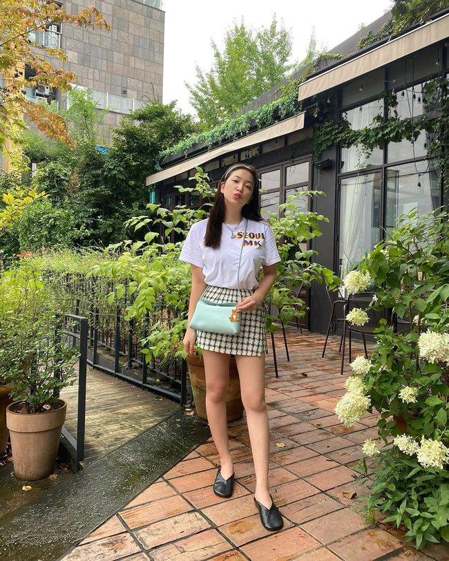 """Chân váy ngắn chính là """"bảo bối"""" của hội mỹ nhân thấp bé Kbiz và loạt cách diện chuẩn sành điệu đáng học từ họ  - Ảnh 2."""