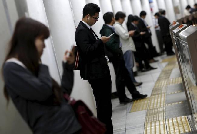 """Tại sao dân công sở Nhật càng làm việc nghiêm túc càng dễ khiến đôi chân nặng mùi """"tỏa hương bát ngát""""? - Ảnh 3."""