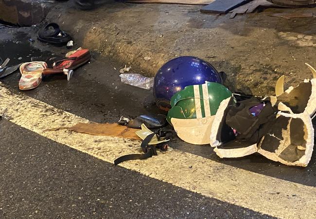 Nhân chứng vụ Camry tông hàng chục xe máy giữa ngã tư Sài Gòn: Ai cũng chảy máu, nữ tài xế sợ hãi vái lạy - Ảnh 4.