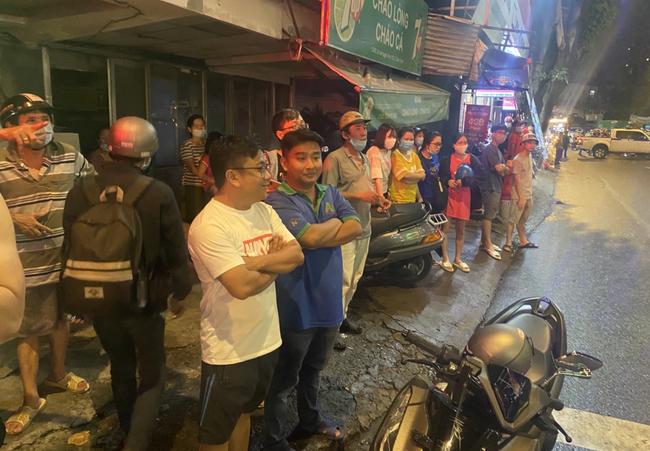 Nhân chứng vụ Camry tông hàng chục xe máy giữa ngã tư Sài Gòn: Ai cũng chảy máu, nữ tài xế sợ hãi vái lạy - Ảnh 8.