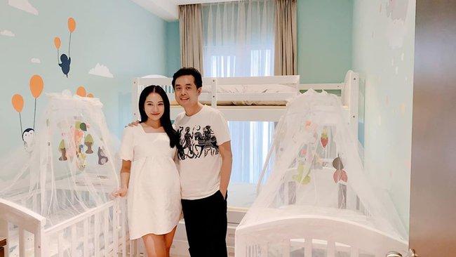 """Dương Khắc Linh tiết lộ: """"2 vợ chồng đang chuẩn bị phòng em bé và mua đồ để đón 2 quý tử về""""."""