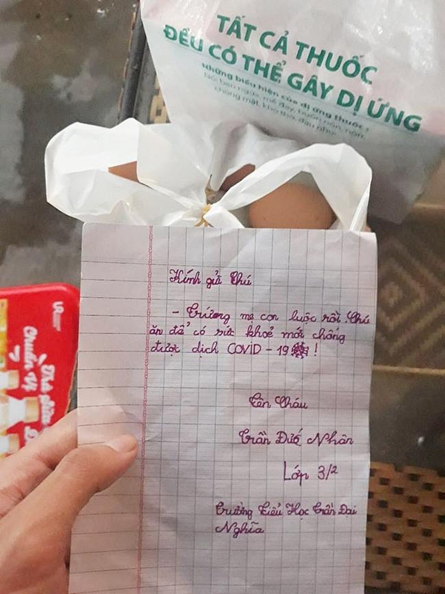 """Túi thịt vịt ấm nóng và bức thư tay xúc động của bé Nhân 8 tuổi gửi đội dân quân khu cách ly Đà Nẵng: """"Chú ăn để có sức khỏe chống dịch Covid-19!"""" - Ảnh 4."""