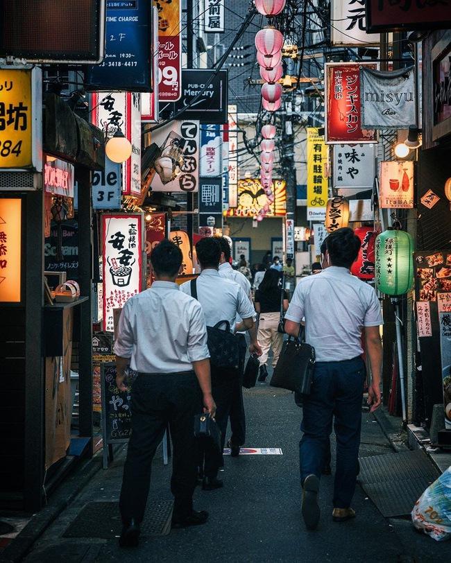 Nhiều đàn ông Nhật phải lang thang sau giờ làm dù có gia đình đầm ấm, nguyên nhân đến từ vấn đề chẳng ai ngờ - Ảnh 2.