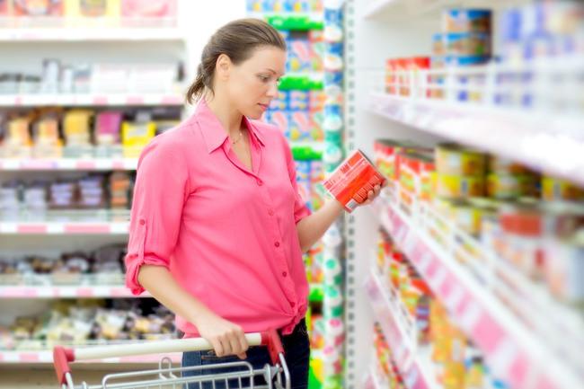 Đồ hộp và thực phẩm đông lạnh cũng là lựa chọn tuyệt vời trong một số trường hợp nhưng khi mua hãy tránh những điều này - Ảnh 2.