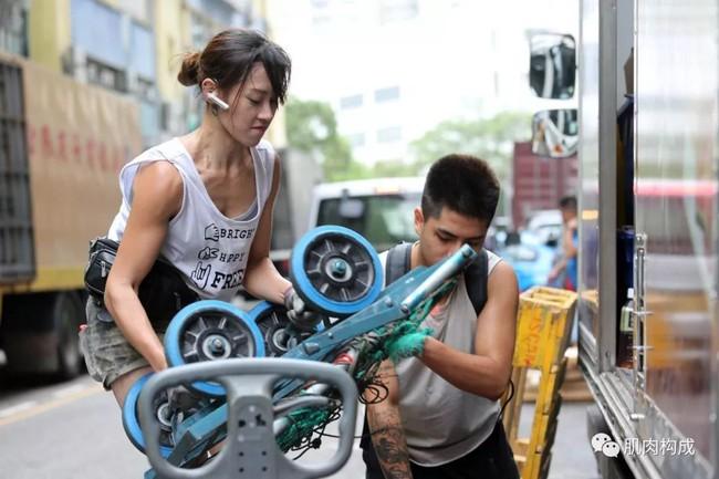 """Sau 10 năm dày công khổ luyện, """"hot girl khuân vác"""" đẹp nhất Hồng Kông đã thành công chinh phục thiếu gia giàu có trên sóng truyền hình - Ảnh 1."""