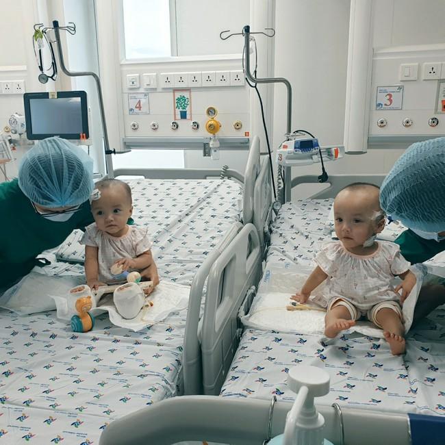Xúc động khoảnh khắc hai chị em Trúc Nhi - Diệu Nhi cười rạng rỡ, lần đầu tiên được chạm vào nhau sau hơn 1 tháng xa cách - Ảnh 8.