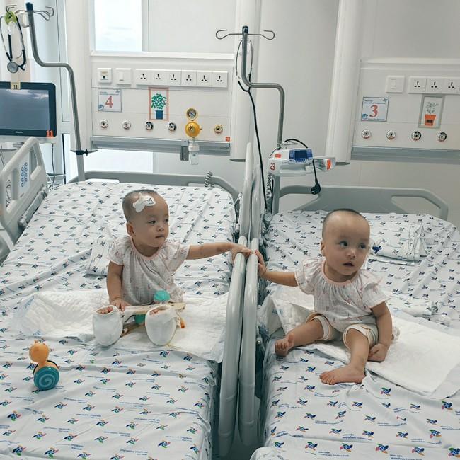 Xúc động khoảnh khắc hai chị em Trúc Nhi - Diệu Nhi cười rạng rỡ, lần đầu tiên được chạm vào nhau sau hơn 1 tháng xa cách - Ảnh 10.