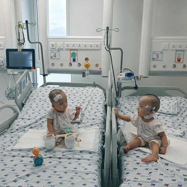 Xúc động khoảnh khắc hai chị em Trúc Nhi - Diệu Nhi cười rạng rỡ, lần đầu tiên được chạm vào nhau sau hơn 1 tháng xa cách - Ảnh 7.