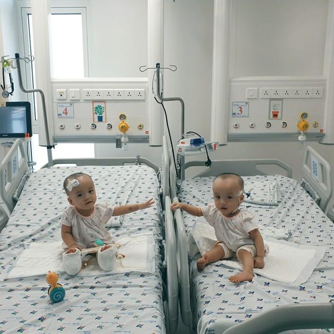 Xúc động khoảnh khắc hai chị em Trúc Nhi - Diệu Nhi cười rạng rỡ, lần đầu tiên được chạm vào nhau sau hơn 1 tháng xa cách - Ảnh 9.