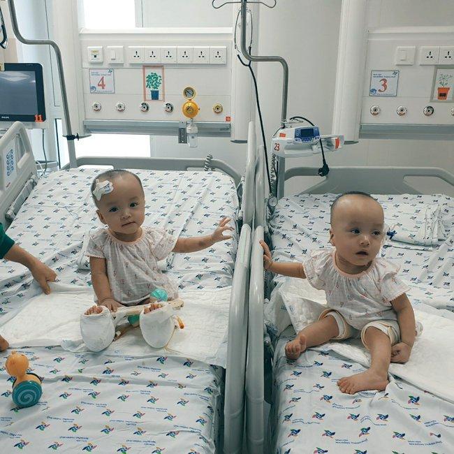 Xúc động khoảnh khắc hai chị em Trúc Nhi - Diệu Nhi cười rạng rỡ, lần đầu tiên được chạm vào nhau sau hơn 1 tháng xa cách - Ảnh 6.