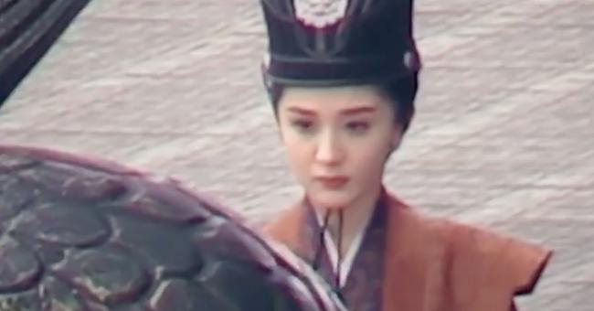 """Lộ ảnh mặc triều phục sắc nét của Dương Mịch, giả trai đẹp hơn hẳn """"Tam sinh tam thế Thập lý đào hoa""""  - Ảnh 7."""