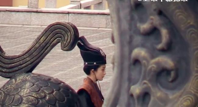 """Lộ ảnh mặc triều phục sắc nét của Dương Mịch, giả trai đẹp hơn hẳn """"Tam sinh tam thế Thập lý đào hoa""""  - Ảnh 3."""