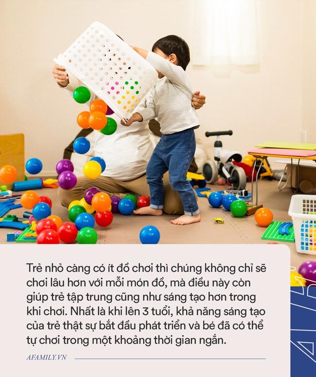 Được mẹ cho đồ chơi theo cặp, nhưng sự lựa chọn của bé trai lại nằm ngoài dự đoán của tất cả mọi người - Ảnh 4.