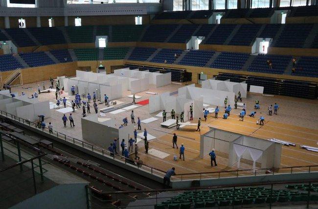 Hình ảnh Đà Nẵng gấp rút lắp đặt 300 giường điều trị Covid-19 tại cung thể thao - Ảnh 1.