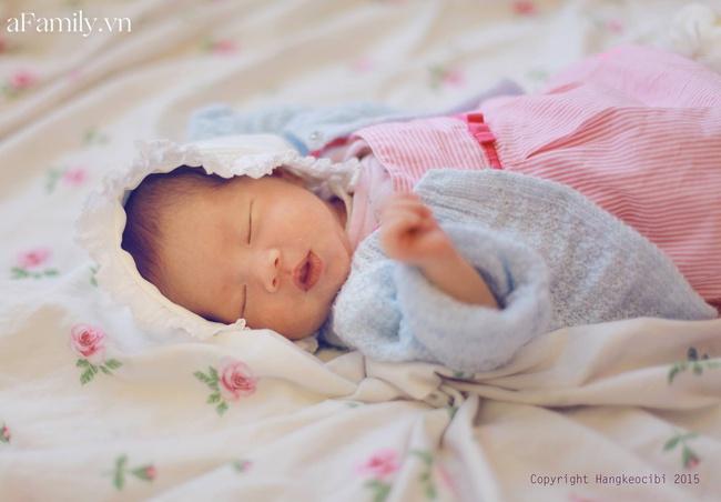 Học mẹ Hà Nội bí kíp luyện ngủ cho con ngay khi vừa lọt lòng, tròn tháng là bé ngủ xuyên đêm, mẹ tha hồ thảnh thơi - Ảnh 1.