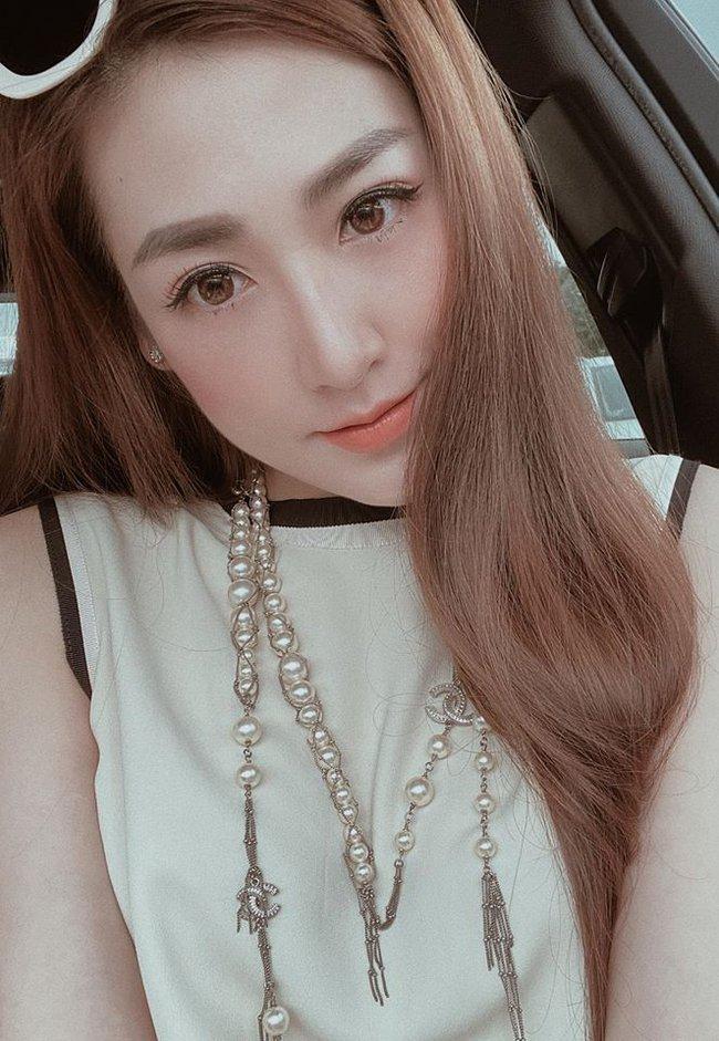 Dương Tú Anh chia sẻ: Lâu lâu post cái mặt cho mọi ngừoi đừng quên em.