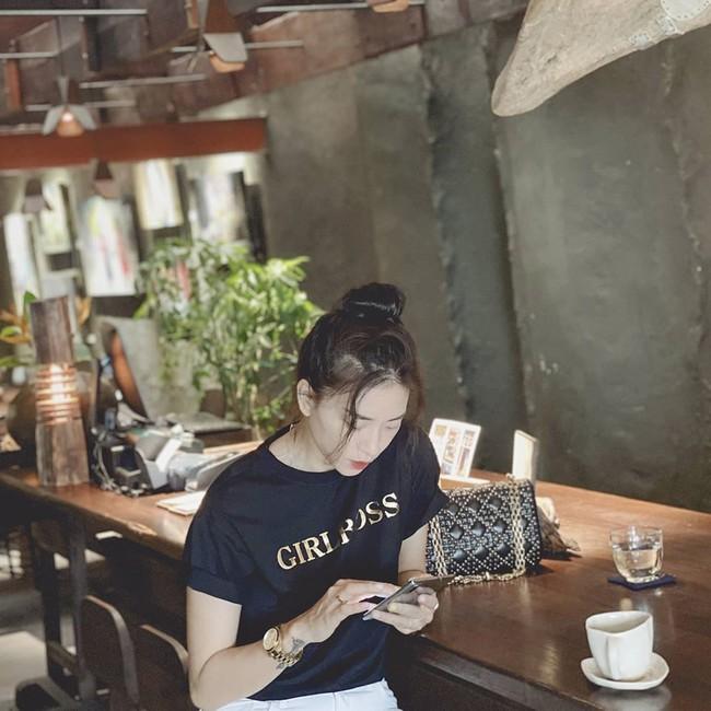 Ngô Thanh Vân khoe vẻ đẹp tươi trẻ ở góc chụp nghiêng.