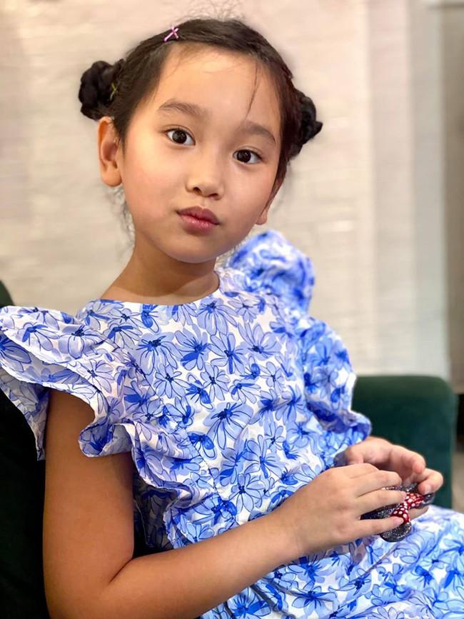 Ngỡ ngàng vì em gái cùng cha khác mẹ của Hà Anh xinh như thiên thần, mới 7 tuổi đã được dự đoán sẽ thành siêu mẫu như chị - Ảnh 3.