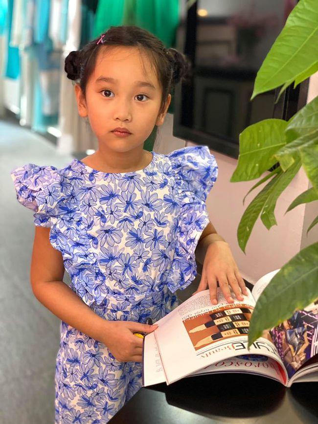 Ngỡ ngàng vì em gái cùng cha khác mẹ của Hà Anh xinh như thiên thần, mới 7 tuổi đã được dự đoán sẽ thành siêu mẫu như chị - Ảnh 2.