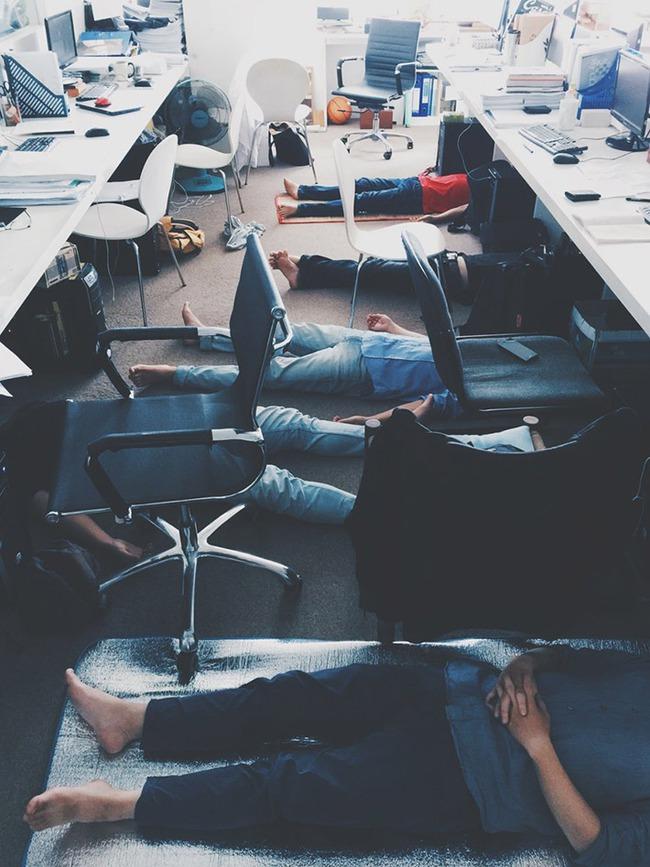 """Kiến trúc sư người Nhật hài hước nói dân công sở Việt ngủ trưa giống… """"xác chết"""", dân mạng xứ sở hoa anh đào phản ứng bất ngờ - Ảnh 2."""