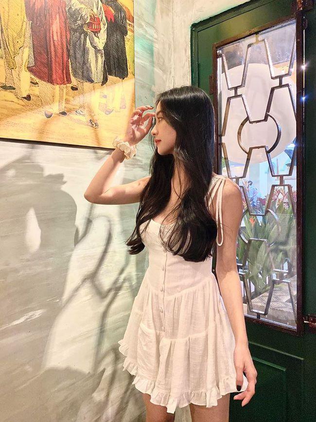 Jun Vũ khoe góc nghiêng đẹp ngọt ngào trong bức hình mới.