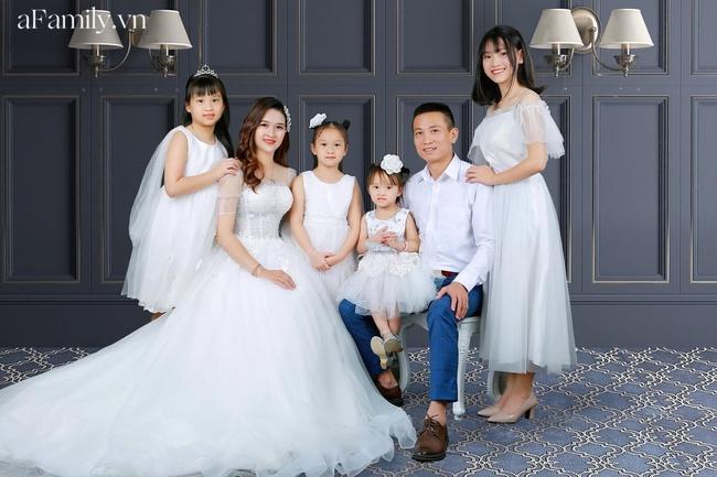 """Mẹ Hà Nội """"dành cả thanh xuân để đẻ"""": Sinh mổ lần 5 suýt đánh đổi tính mạng, 33 tuổi làm mẹ của 4 cô con gái xinh xắn - Ảnh 1."""