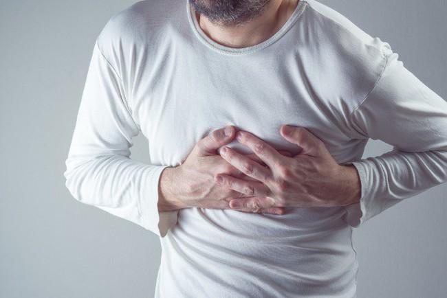 Khi ngủ mà gặp 4 biểu hiện này trên cơ thể thì cần đi khám, nếu chủ quan để nặng có thể dẫn đến nhồi máu não hay tai biến mạch máu não - Ảnh 2.