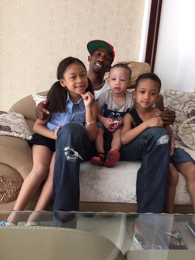 Những cặp mẹ Việt lấy chồng châu Phi sinh con ra ai nhìn màu da cũng ngỡ ngàng, có nhà 3 con 3 màu da khác nhau - Ảnh 7.