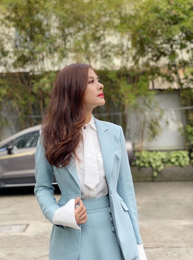 Vân Trang lên đồ thanh lịch trong bức hình mới.