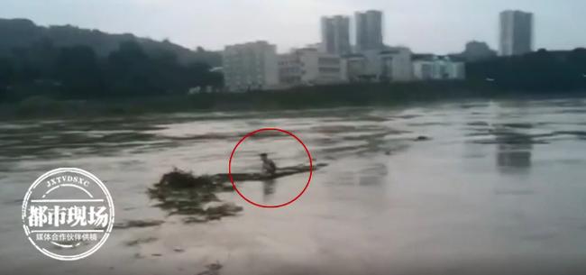 Cô gái nhảy sông tự tử vì tình, ngay lúc cận kề cái chết đã hối hận, tiết lộ quá trình vật lộn giữa biển nước gây chú ý MXH  - Ảnh 1.
