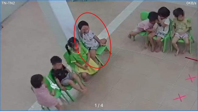 Xôn xao clip ghi lại hình ảnh được cho là bé trai mất tích ở Bắc Ninh bị người phụ nữ lạ mặt dụ dỗ đưa ra khỏi công viên - Ảnh 3.
