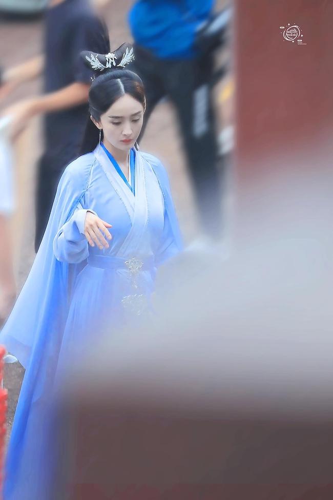 Vừa làm mỹ nữ cổ trang đẹp mê đắm, Dương Mịch đã mặc áo blouse trắng hóa bác sĩ  - Ảnh 6.