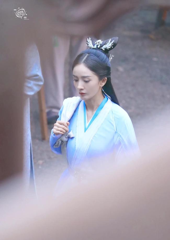 Vừa làm mỹ nữ cổ trang đẹp mê đắm, Dương Mịch đã mặc áo blouse trắng hóa bác sĩ  - Ảnh 5.
