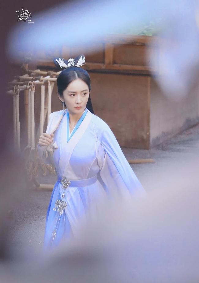 Vừa làm mỹ nữ cổ trang đẹp mê đắm, Dương Mịch đã mặc áo blouse trắng hóa bác sĩ  - Ảnh 7.