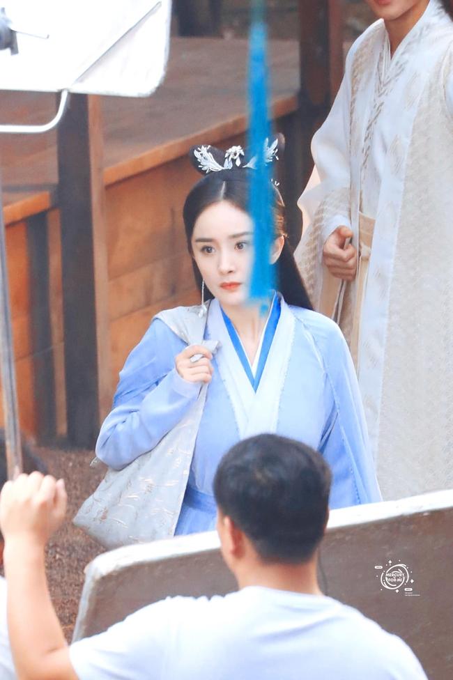 Vừa làm mỹ nữ cổ trang đẹp mê đắm, Dương Mịch đã mặc áo blouse trắng hóa bác sĩ  - Ảnh 3.